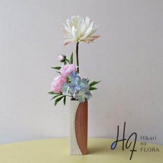 高級造花アレンジメント【ブロッサム】 咲きました。「月下美人」妖艶な姿を、高級造花インテリアに。