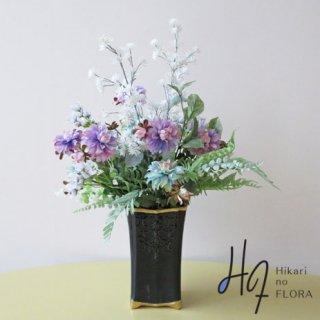 高級造花インテリア【パイレ】藍染をイメージした、インディゴティックなダリアでアレンジしました。当店の発想から生まれた、人気のアレンジメント配色です。