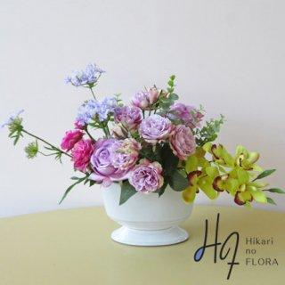 高級造花アレンジメント【パイン】シンビジュームとバラのエレガントなアレンジメントです。