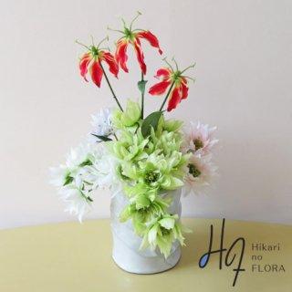 高級造花アレンジメント【セルリア】セルリアの『花言葉は、可憐な心・ほのかな思慕』優しいお花ですね。