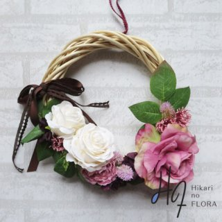 光触媒加工・壁掛けリース【wreath263】薔薇とリボンのフェミニンなリースです。wreath(リース)は永遠と愛の象徴です。