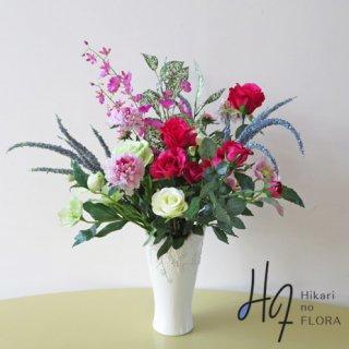 高級造花アレンジメント【ライサ】オンシジュームとベロニカがアクセントになった、素敵な高級造花アレンジメントです。