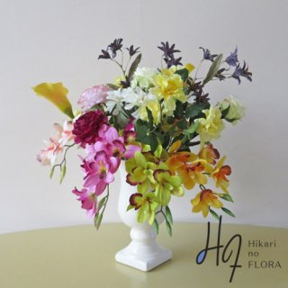高級造花アレンジメント【リンマ】艶やかなシンビジュームやローズが伸びやかに主張します。