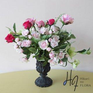 高級造花アレンジメント【ソフィ】花器にピッタリあったアレンジメントになったかと思います。ちょっとフェミニンなアレンジメントです。
