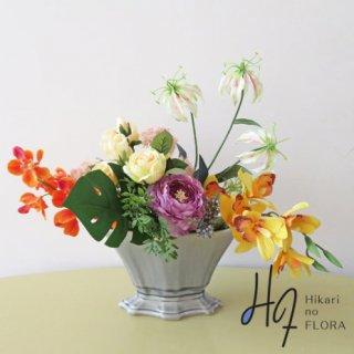 造花アレンジメント【ダフネ】小さいけれど、エレガントに。ラナンキュラスが決まります。
