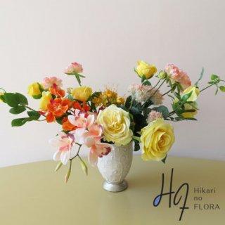高級造花アレンジメント【レーダ】それはそれは明るいアレンジメントです。8種の花々が素敵です!