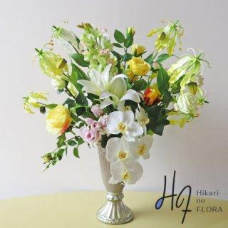 高級造花アレンジメント【エヴェゲーニャ】上質なリアルコチョウランと、グロリオサなどのアレンジメントです。