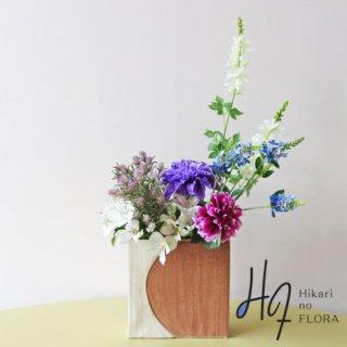 高級造花アレンジメント【クリスティーナ】ダリアがズバッと映えるアレンジメントです。