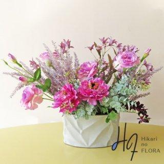 高級造花アレンジメント【レイラ】個性的なラナンキュラスとブロッサムが素敵な、高級造花アレンジメントです。