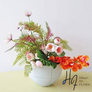 高級造花アレンジメント【ミラナ】鈴なりのローズとオレンジのオーキッドが可愛い感じの、小型アレンジメントです。