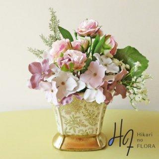 造花アレンジメント【ルフィナ】シックの中に可憐さを見いだせる、小型アレンジメントです。