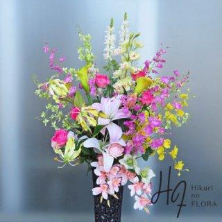 光触媒造花アレンジメント【スタンド70型RD515】シンビジウム、オンシジュームなど華やかなお花の高さ145�、横幅80�のスタンド型高級造花アレンジメントです。