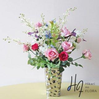 高級造花アレンジメント【ビビアーナ】上品で清潔感のある感じのアレンジメントです。アート感のあるアンスリウムも入っておしゃれ感もあります。