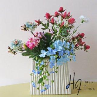 高級造花アレンジメント【コルネリア】美しいキャスケードタイプのハイドレンジア、色合いがいいダリア、とても個性的で綺麗な高級造花アレンジメントです。
