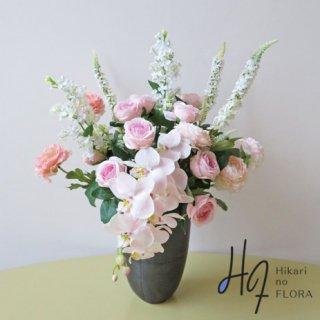 高級造花アレンジメント【セラフィマ】胡蝶蘭とローズ、そしてトラノオ。優美な中にナチュラル感を織り交ぜて。