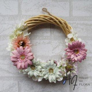 光触媒加工・壁掛けリース【wreath322】ガーベラのリースです。wreath(リース)は永遠と健康と愛情の象徴です。