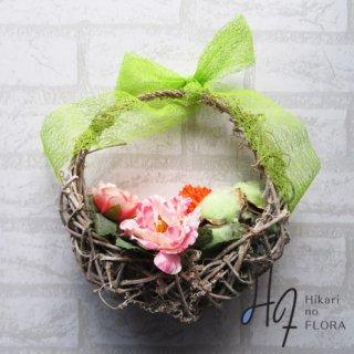 光触媒加工・壁掛けリース【wreath323】リボンも可愛いバスケット型のリースです。wreath(リース)は永遠と健康と愛情の象徴です。