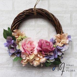 光触媒加工・壁掛けリース【wreath327】ちょっとフェミニンなバラのリースです。wreath(リース)は永遠と健康と愛情の象徴です。他の方とあまりかぶらない、嬉しい贈り物です。