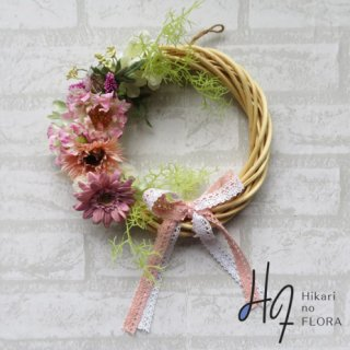 光触媒加工・壁掛けリース【wreath338】オシャレなガーベラのリースです。wreath(リース)は永遠と健康と愛情の象徴です。他の方とあまりかぶらない、嬉しい贈り物です。