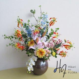 高級造花アレンジメント【春爛】入学式の演台花、エントランスの装飾花にいかがですか。この季節に飾ってください。