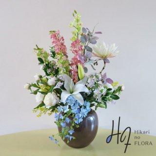 高級造花アレンジメント【テーア】珍しい月下美人をもアレンジした、エレガントな高級造花アレンジメントです。
