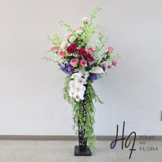 光触媒造花アレンジメント【スタンド70型RD526】胡蝶蘭と薔薇で豪華な、高さ135�横幅65�のスタンド型高級造花アレンジメントです。