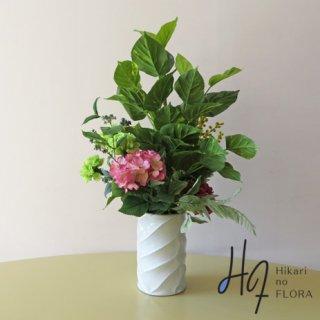高級造花アレンジメント【ロジータ】ポトスのアレンジメントです。もちろん水やり不要、土カビ発生無しの、らくちん高級造花アレンジメントです。