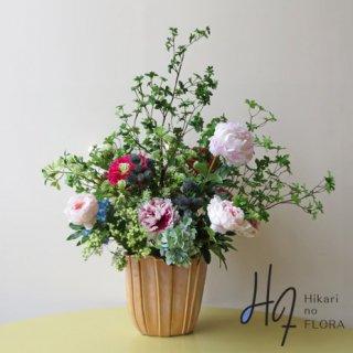 高級造花アレンジメント【豪】ドウダンツツジの枝と芍薬などで、豪華に華やかにアレンジした、花器もオブジェクト指向で素晴らしい、光触媒加工の高さ105センチの大型高級造花アレンジメントです。