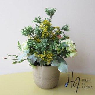 高級造花アレンジメント【シモーナ】ボックスウッドとクリスパムの鉢を。アートフラワーなので、「土カビ」の発生や「水やり」は不要です。