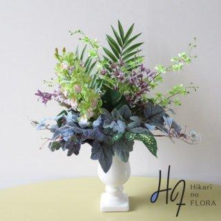 高級造花アレンジメント【シッピラ】シンビジュームやベビーファレノでちょっと華やかさをたした、グリーンアレンジメントです。