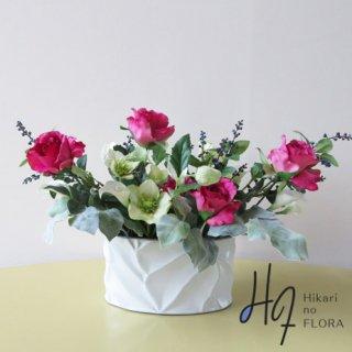 高級造花アレンジメント【ルフィナ】シンプルな中にエレガントさを感じさせる、ローズのアレンジメントです。