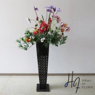 光触媒造花アレンジメント【スタンド90型RD542】デザイン性の高いアートなアンスリウムとポピーが素敵な高さ155�横幅85�のスタンド型高級造花アレンジメントです。