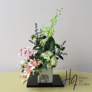 高級造花アレンジメント【九谷焼・山近泰「祥象」】九谷焼人気作家・山近泰先生の花器に高級造花をアレンジしました。