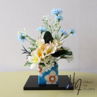 高級造花アレンジメント【九谷焼・虚空蔵窯の「花うらら・空」】九谷焼人気窯元・虚空蔵窯の花器に高級造花をアレンジしました。