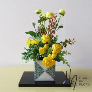 高級造花アレンジメント【九谷焼・新田智子「芽吹き色・小紋」】九谷焼人気作家・新田智子先生の花器に高級造花をアレンジしました。