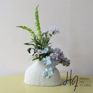 高級造花アレンジメント【レナータ】スパっとハイドレンジアのアレンジメントです。涼しげな色を楽しむアレンジメントです。