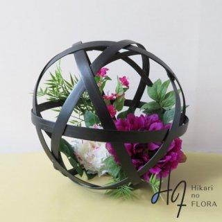 高級造花アレンジメント【丸篭】直径30cmの丸篭に高級造花をアレンジしました。