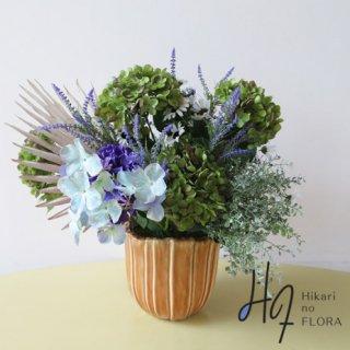 高級造花アレンジメント【ハイドレンジア】ハイドレンジアも年中飾れるお花になりました。