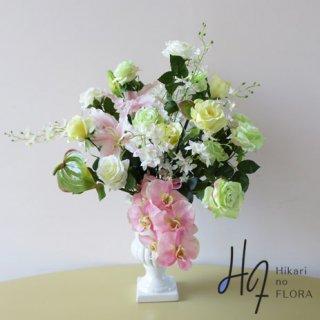高級造花アレンジメント【ルイーダ】際立つ胡蝶蘭に寄り添うかのような優美なバラの高級造花アレンジメントです。