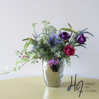 高級造花アレンジメント【リンダ】モダンな高級造花アレンジメントです。こだわったのは、色彩です。