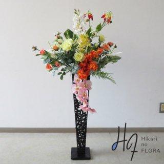 光触媒造花アレンジメント【スタンド70型RD523】14種の花々が明るい色彩を放つ高さ130�横幅55�のスタンド型高級造花アレンジメントです。
