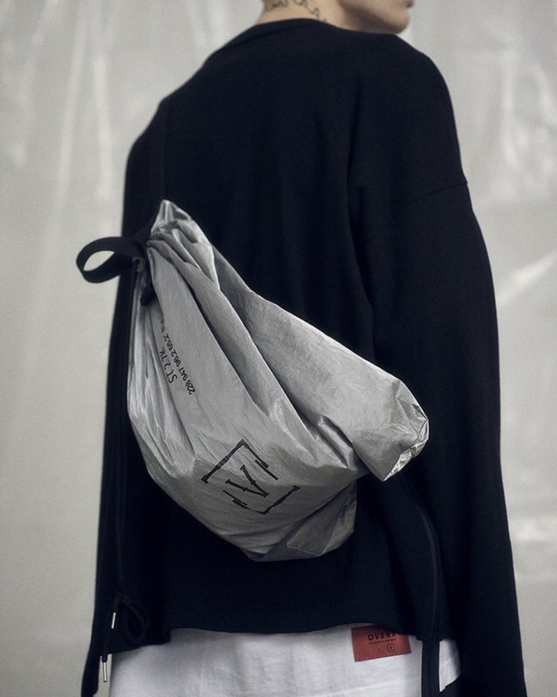 オーバーサイズ&ストリート『Re:one Online Store』「OVERR」SILVER FOIL DRAWSTRING BAG