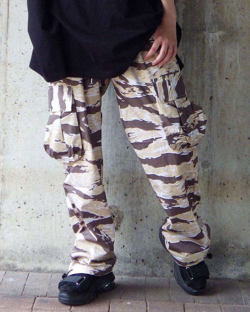 オーバーサイズ&ストリート『Re:one Online Store』「NINE NUTS」Camouflage brown cargo pants