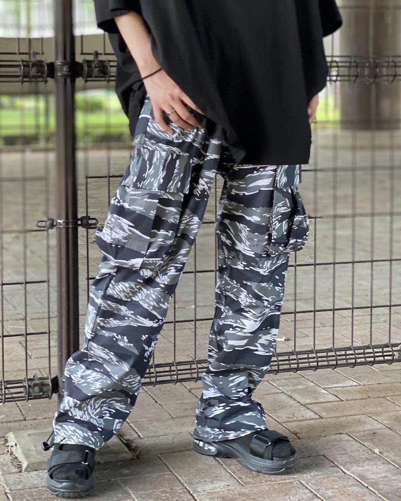 オーバーサイズ&ストリート『Re:one Online Store』「NINE NUTS」Camouflage black cargo pants
