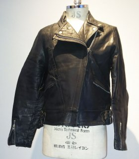 <img class='new_mark_img1' src='https://img.shop-pro.jp/img/new/icons16.gif' style='border:none;display:inline;margin:0px;padding:0px;width:auto;' />70's TT LEATHERS Double Riders Jacket