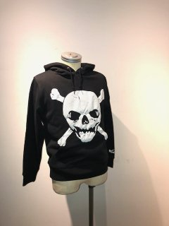 <img class='new_mark_img1' src='https://img.shop-pro.jp/img/new/icons1.gif' style='border:none;display:inline;margin:0px;padding:0px;width:auto;' />Johnny Skull パーカー(発泡プリント)