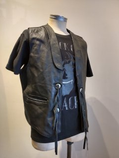 <img class='new_mark_img1' src='https://img.shop-pro.jp/img/new/icons1.gif' style='border:none;display:inline;margin:0px;padding:0px;width:auto;' />modeka Concho Leather Vest