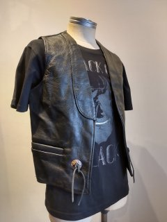 <img class='new_mark_img1' src='https://img.shop-pro.jp/img/new/icons1.gif' style='border:none;display:inline;margin:0px;padding:0px;width:auto;' />BAY RIVER Concho Leather Vest