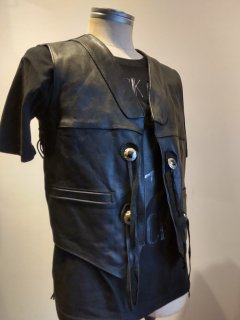 <img class='new_mark_img1' src='https://img.shop-pro.jp/img/new/icons1.gif' style='border:none;display:inline;margin:0px;padding:0px;width:auto;' />Side lace Concho Leather Vest