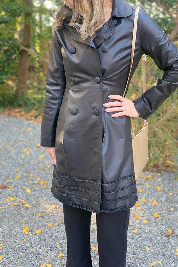 裾フリルレザーコート
